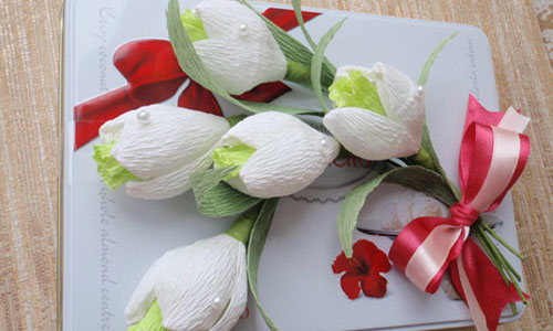 Snowdrop bouquet from pralines