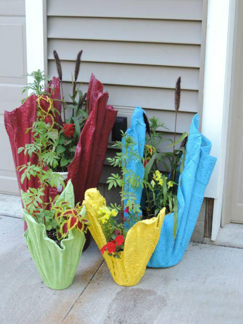 DIY garden flowerpots from towels and cement